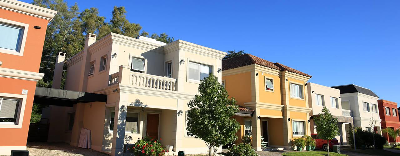 Modern home by ARQCONS Arquitectura & Construcción Modern