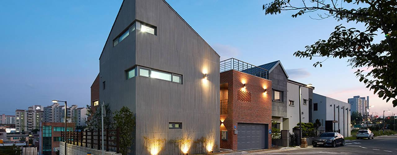 Public&Private House (가칭: Mophol House): 건축사사무소 카안 |Architect firm KAAN의  주택