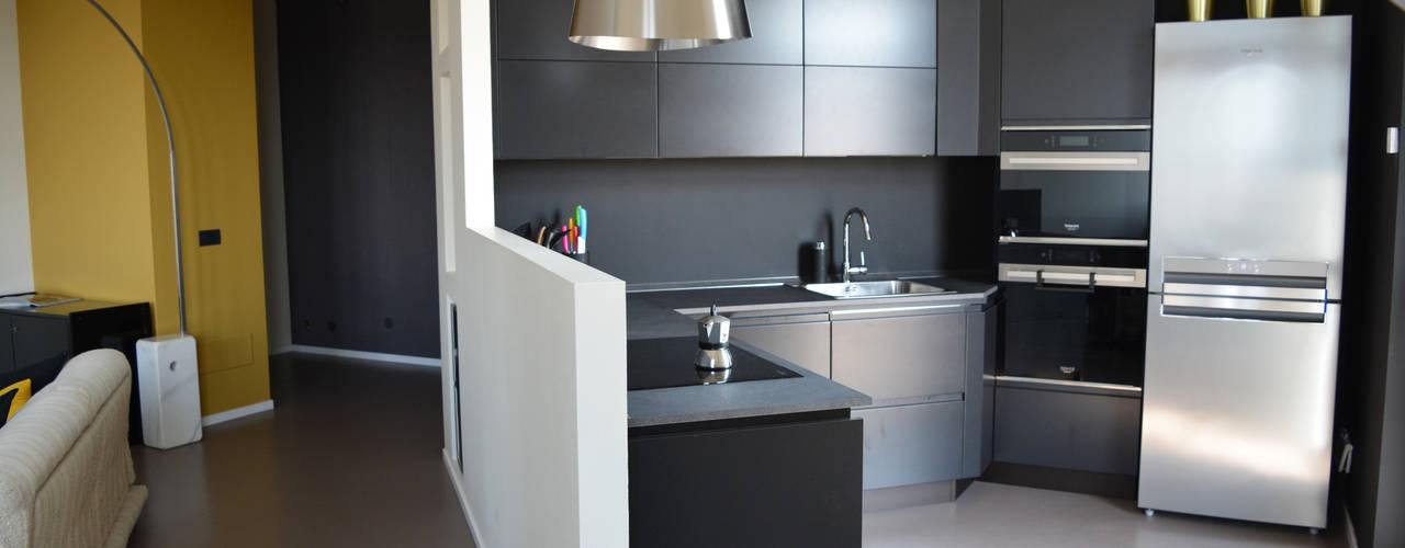 Casa MB: Cucina attrezzata in stile  di Alessandro Jurcovich Architetto