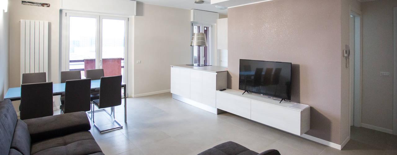 Living room by Ristrutturazione Case