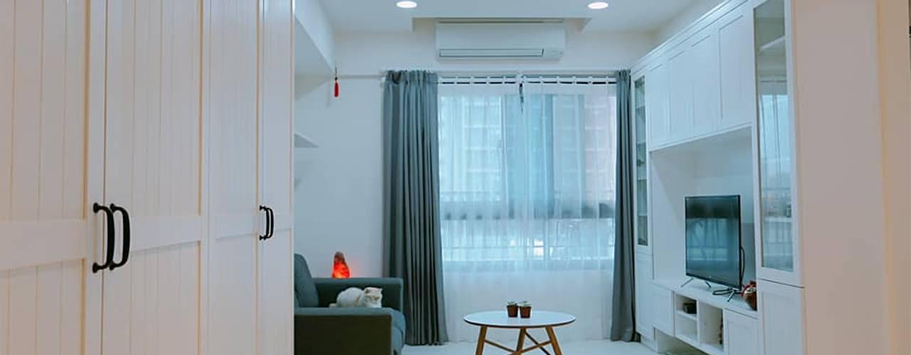 竹北 鄉村風 现代客厅設計點子、靈感 & 圖片 根據 藏私系統傢俱 現代風