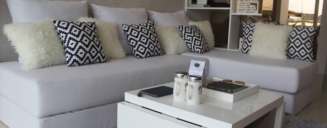 Apartemen Landmark -  Tipe 1 Bedroom :  Ruang Keluarga by POWL Studio