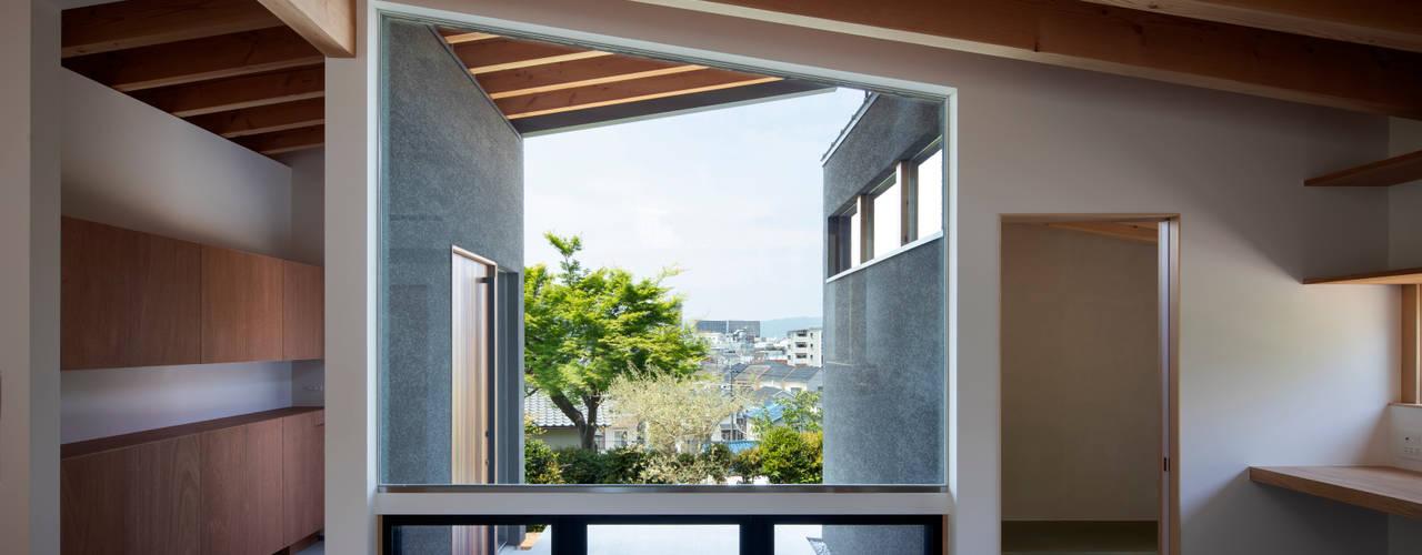 Ventanas de estilo  por  井上久実設計室, Moderno