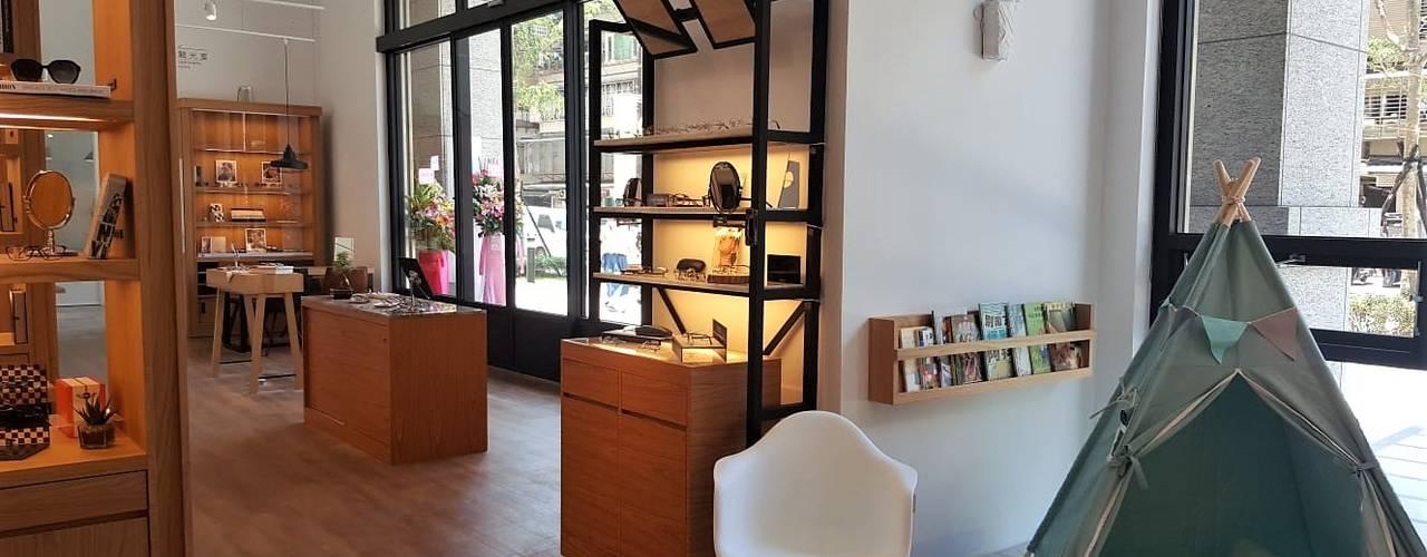 像咖啡店書店的優雅眼鏡店舖設計 - an eye wear store just like coffee shop XY DESIGN - XY 設計 辦公空間與店舖