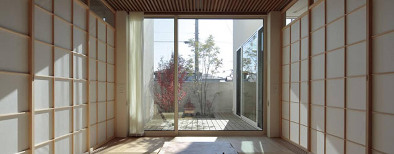 分節と連続の家: 株式会社Fit建築設計事務所が手掛けた和室です。