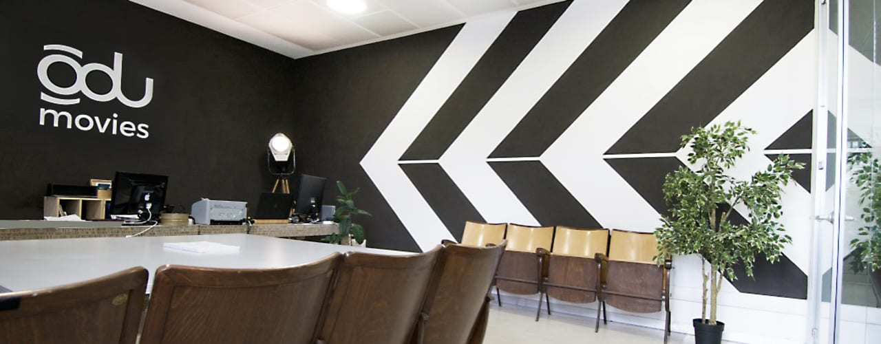 Il restyling dell'ufficio di una Casa di produzione. Rifò StudioAccessori & Decorazioni Cemento Nero