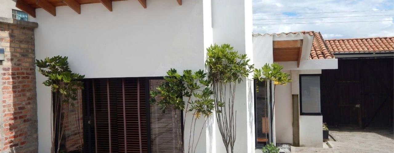 REMODELACION CASA CAMPESTRE PAIPA (BOYACA): Casas campestres de estilo  por noc-noc, Moderno