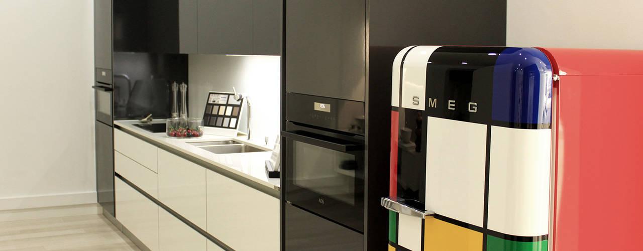 Showroom na Av. João XXI 12 - Lisboa DIONI Home Design CozinhaArmários e estantes