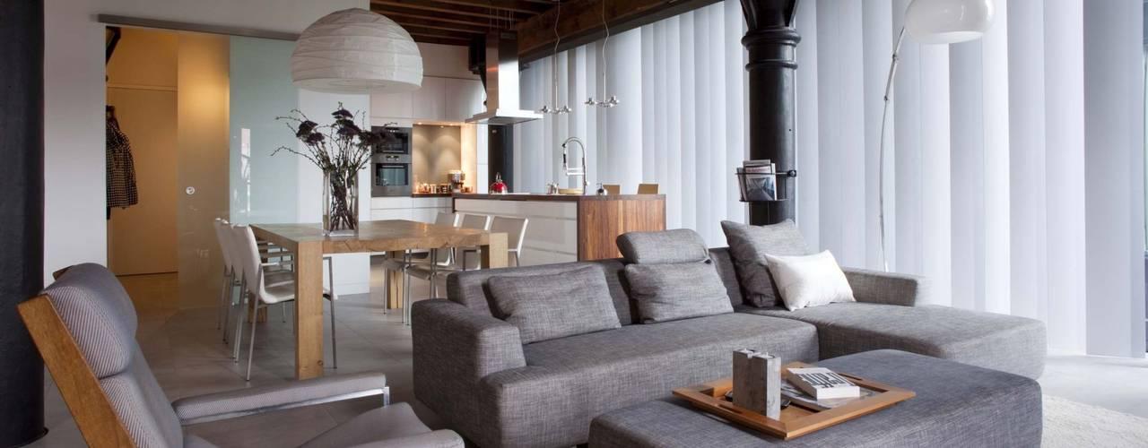 Lloydstraat 140, Rotterdam:  Woonkamer door Thijssen Verheijden Architecture & Management,