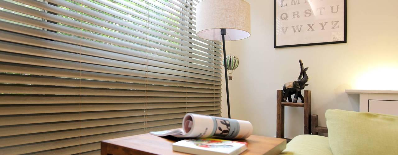 幸福感激升!使用木質系窗簾創造北歐風客廳-實木百葉簾:   by MSBT 幔室布緹