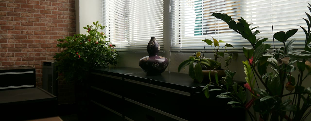 百葉窗遮光:  書房/辦公室 by G.T. DESIGN 大楨室內裝修有限公司