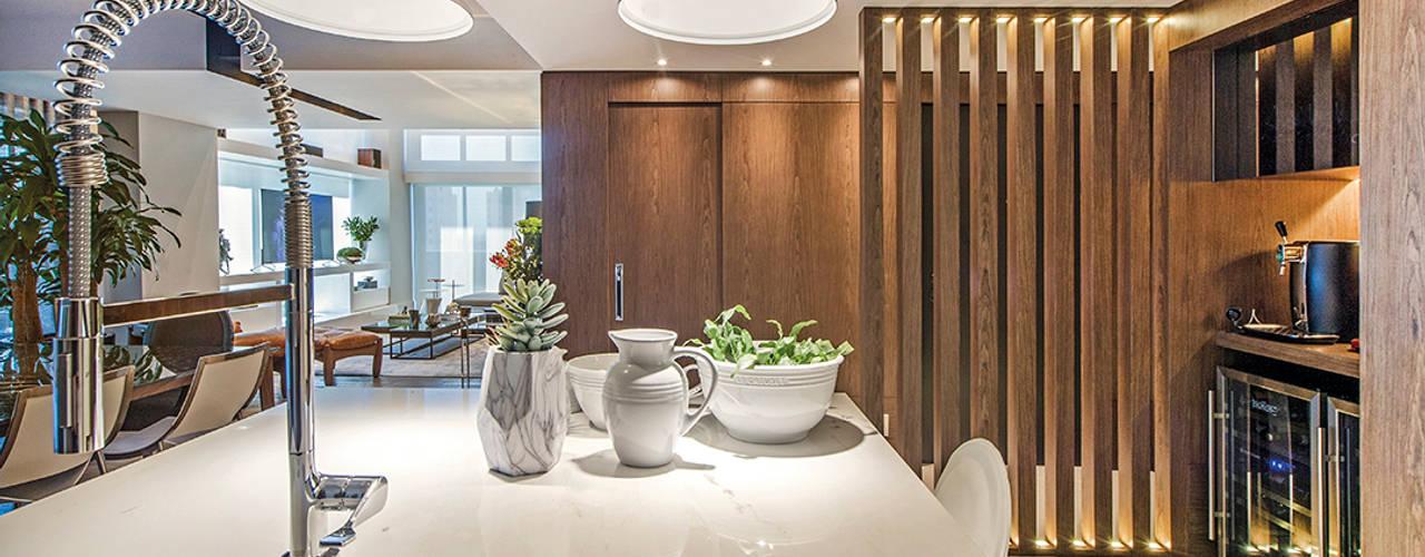Apartamento Com Design: Cozinhas  por BG arquitetura | Projetos Comerciais,Moderno