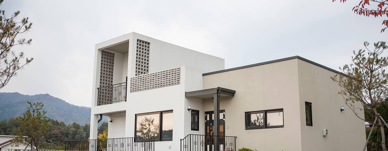 포전리주택: 8sky design의  주택