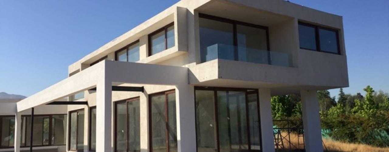 Construcción de Casa en Santiago por ARQSOL de Arqsol Moderno