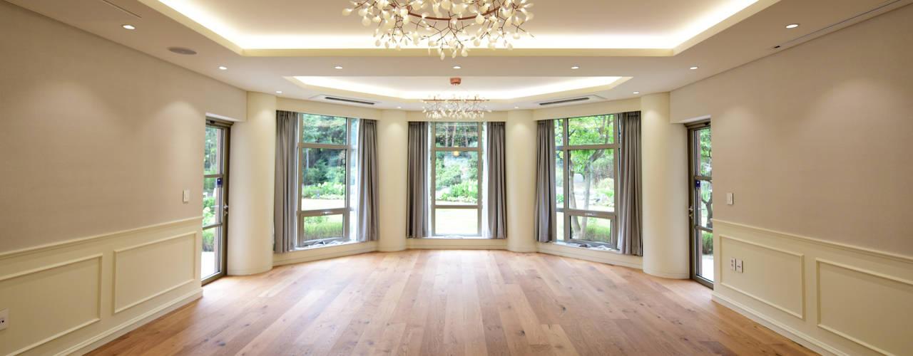 Salas / recibidores de estilo  por ZEROSQUARE