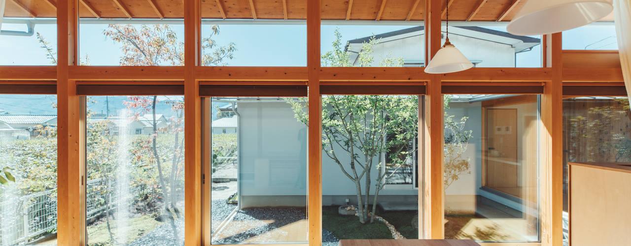 倉のある家: 稲山貴則 建築設計事務所が手掛けた木製サッシです。