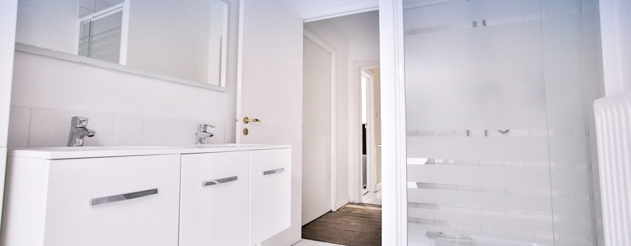 Renovación y ampliación de una casa unifamiliar en Bruselas Isabel Gomez Interiors Baños de estilo escandinavo