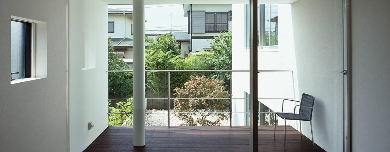 洋光台の家: 松岡淳建築設計事務所が手掛けた寝室です。