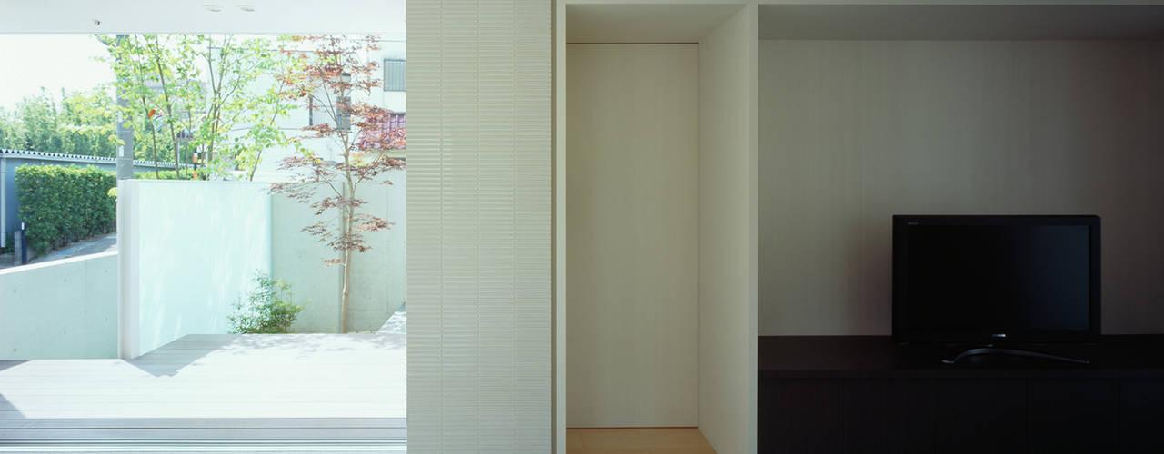 主寝室(セカンドリビング): 松岡淳建築設計事務所が手掛けた寝室です。