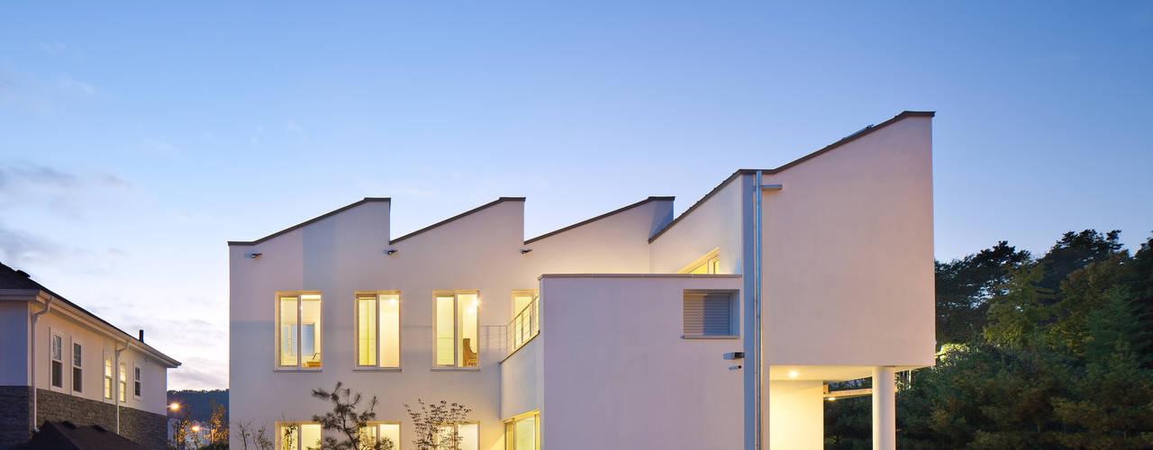 친환경 저에너지 주택. 비스타 하우스 모던스타일 주택 by 건축사사무소 모뉴멘타 모던