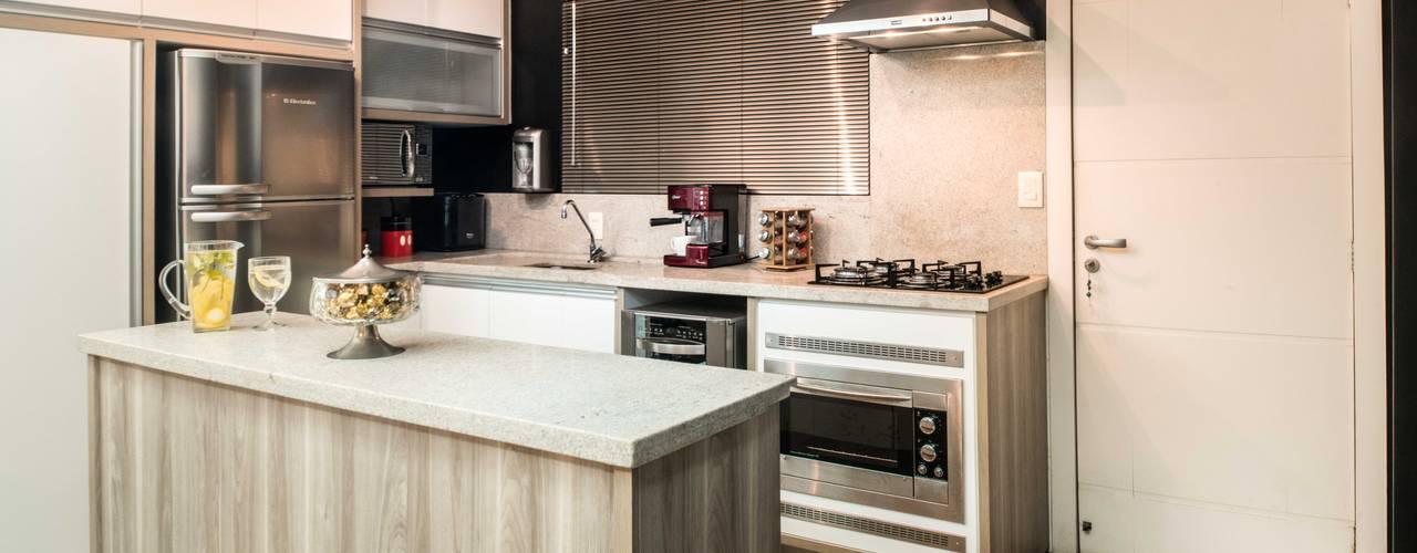 Cozinha prática: Cozinhas embutidas  por Revisite,Moderno