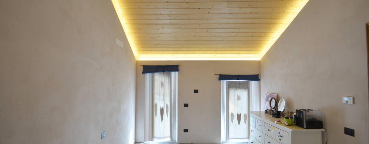 Cascinale novarese ristrutturato completamente Camera da letto moderna di Arch. Francesco Antoniazza - Il bello della casa ..................... di una volta Moderno