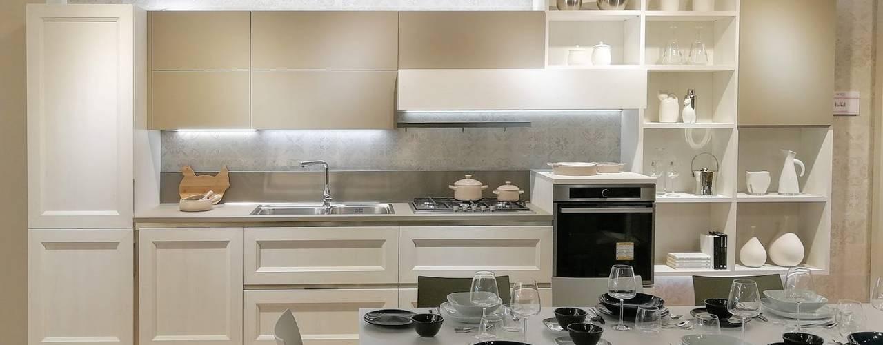 Cucine Moderne: Cucina attrezzata in stile  di Formarredo Due design 1967,