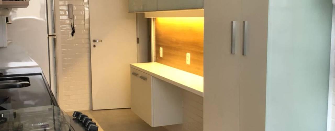 Muebles de cocinas de estilo  por Claudia Saraceni