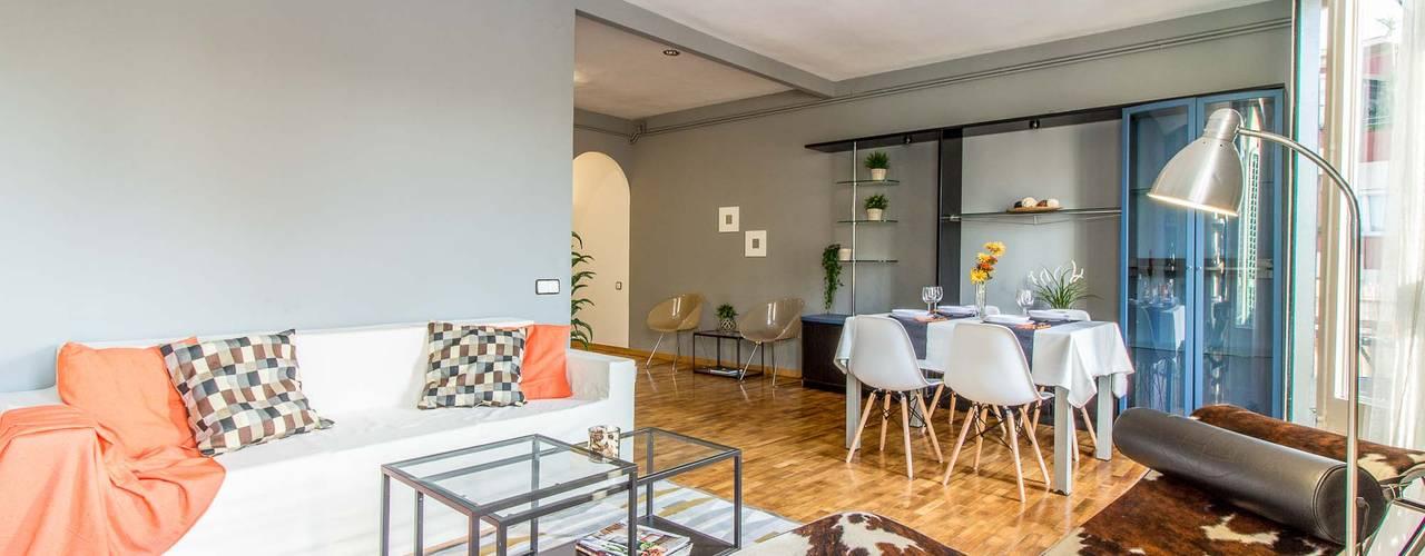 Proyecto de home staging para la venta de un piso semi-amueblado en Barcelona Comedores de estilo escandinavo de Impuls Home Staging en Barcelona Escandinavo