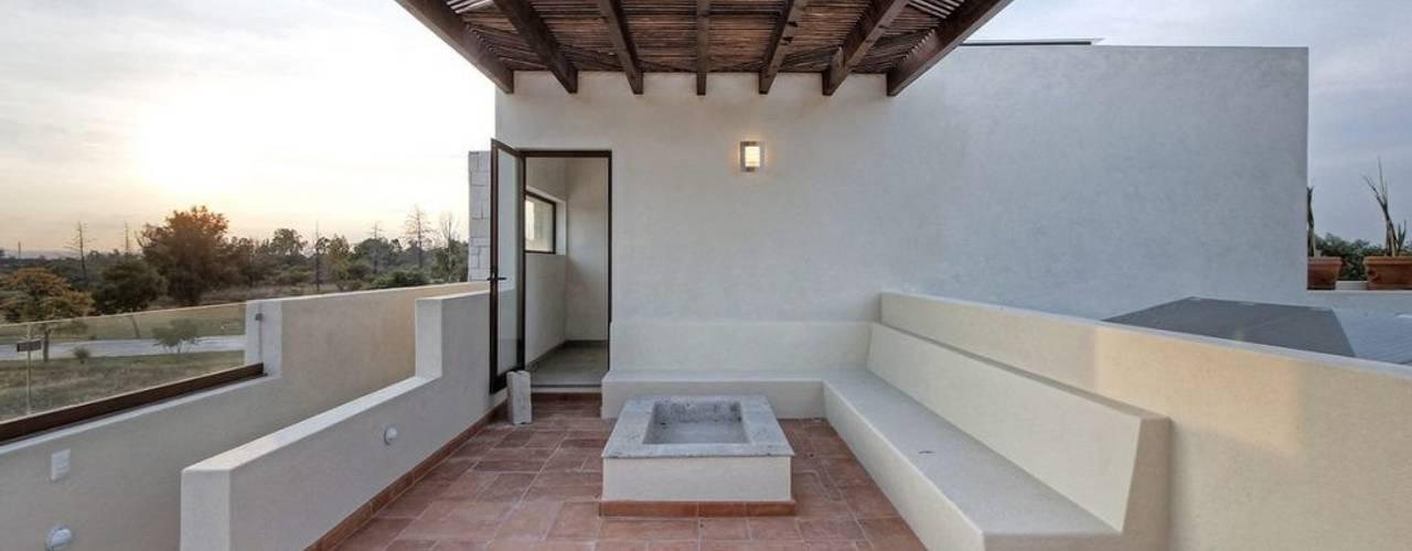 Casa Onix en San Miguel de Allende Balcones y terrazas modernos de VillaSi Construcciones Moderno