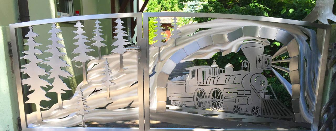 """Die Geburt eines Edelstahltores im """"Western Bergzug"""" Design.:  Vorgarten von Edelstahl Atelier Crouse - individuelle Gartentore"""