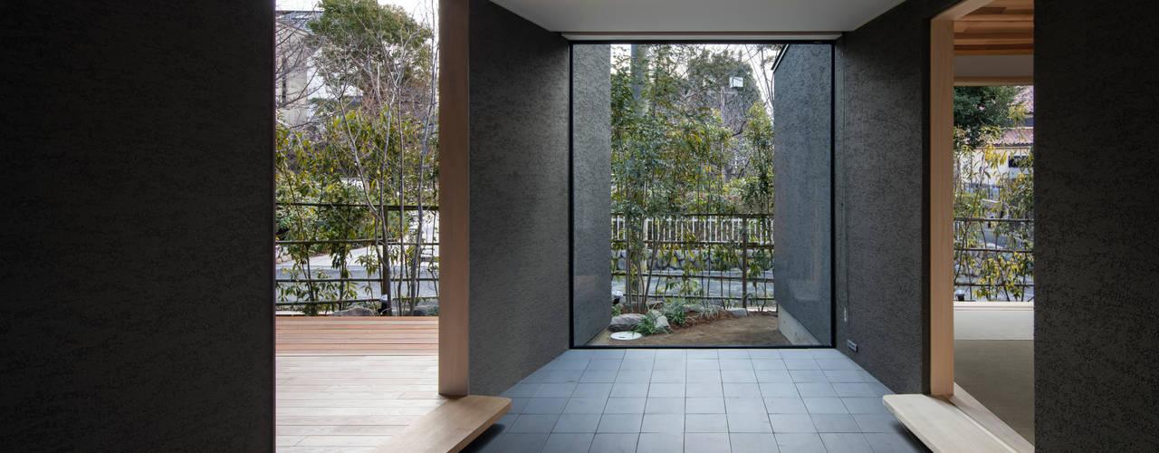 桜守の家:  井上久実設計室が手掛けた廊下 & 玄関です。
