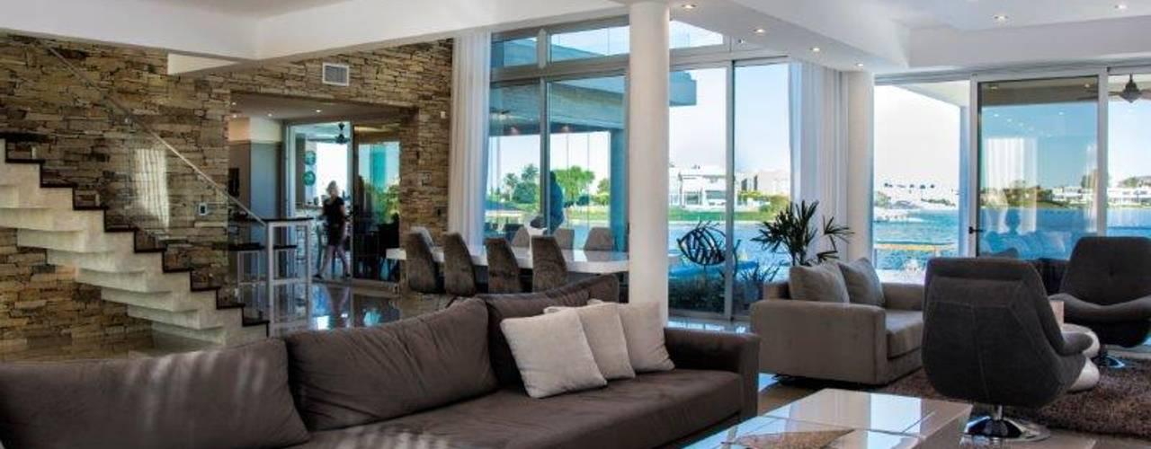 Casa La Reserva Cardales Livings modernos: Ideas, imágenes y decoración de ARQCONS Arquitectura & Construcción Moderno