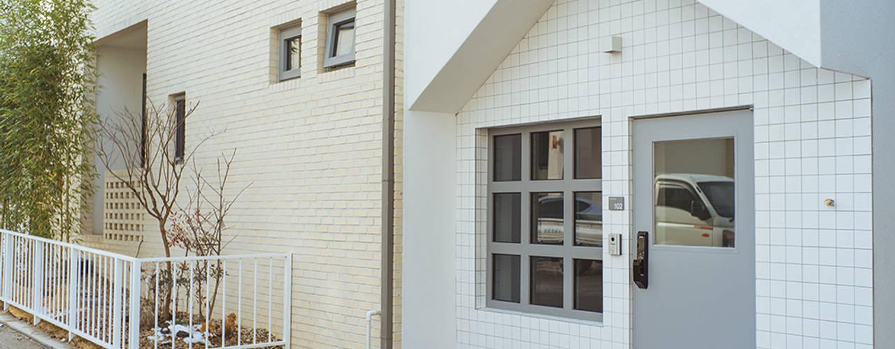 Casas de estilo moderno de AAPA건축사사무소 Moderno
