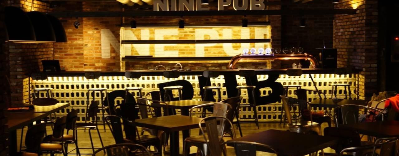 NINE PUB: AVANT DESIGN GROUP의  바 & 카페