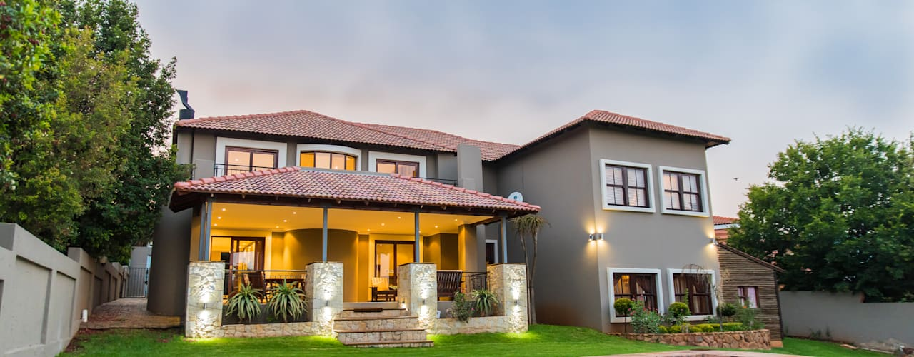 The Williams Residence in Ruimsig Country Estate Colonial style house by TOP CENTRE PROPERTIES GROUP (PTY) LTD Colonial