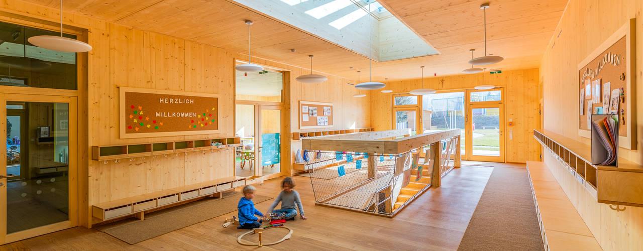 Wohlfühl-Kindergarten aus Holz archipur Architekten aus Wien Moderne Schulen