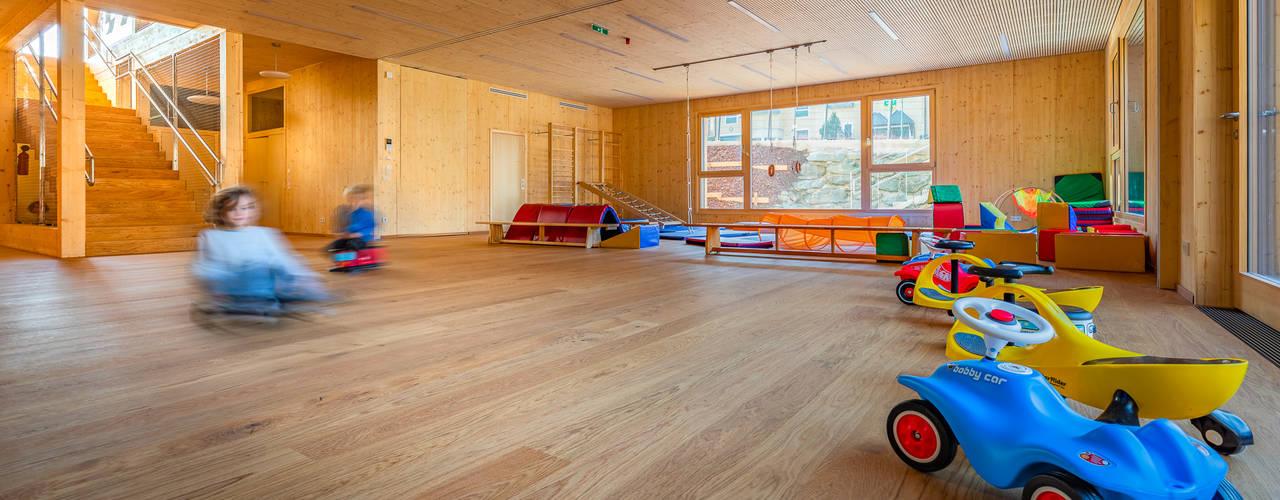 Wohlfühl-Kindergarten aus Holz Moderne Schulen von archipur Architekten aus Wien Modern