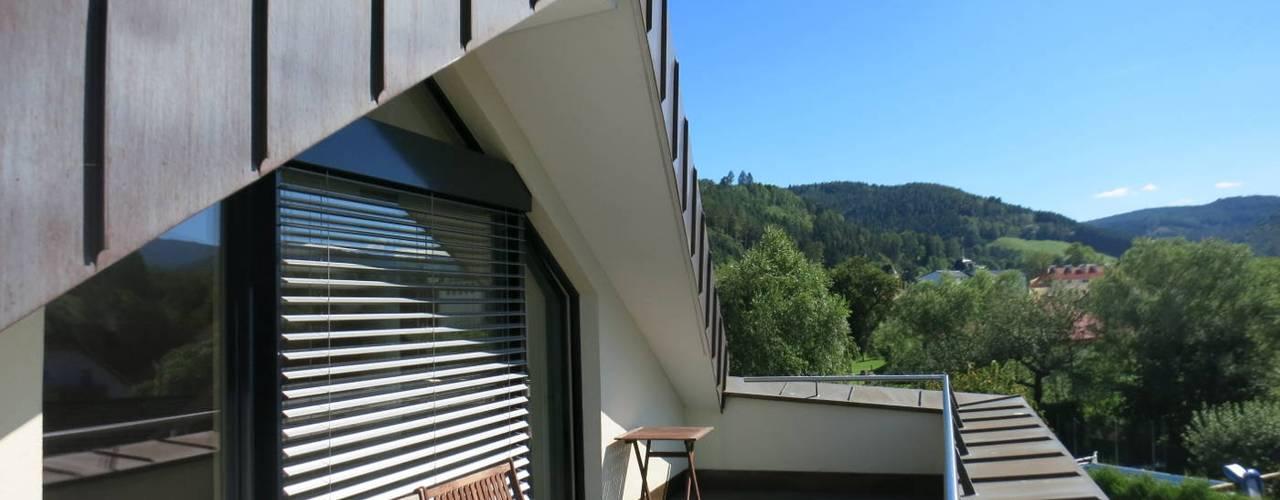 Runde Sache - Das Haus des Architekten archipur Architekten aus Wien Balkon Ziegel Gelb