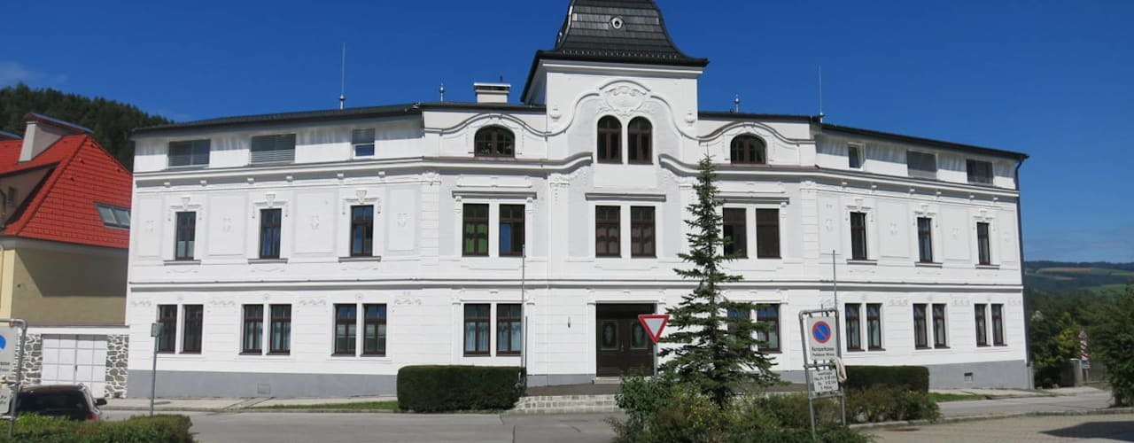 Architekturperlen polieren - das ehemalige Hotel wurde zum Wohnhaus:   von archipur Architekten aus Wien,