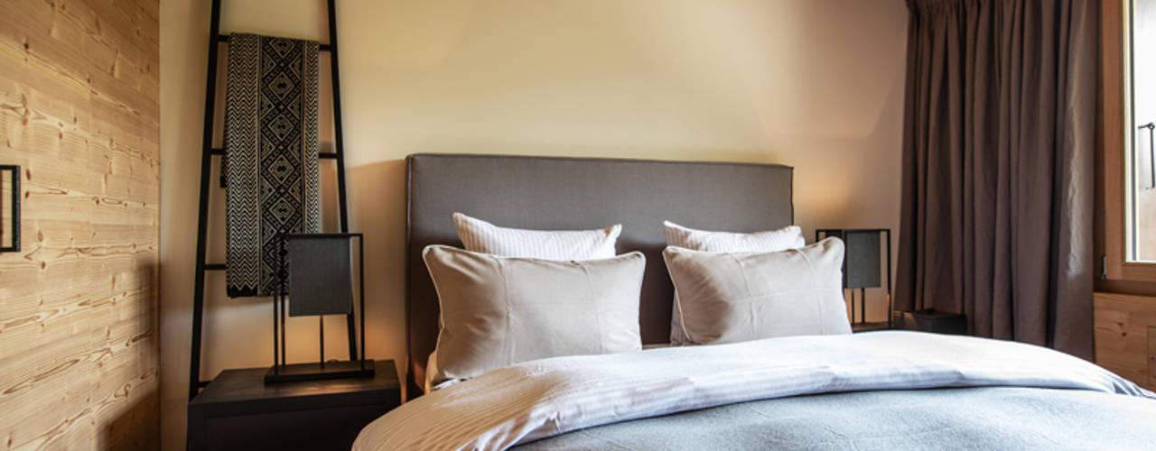 Ferienwohnung in Gstaad:  Schlafzimmer von RH-Design Innenausbau, Möbel und Küchenbau Aarau,