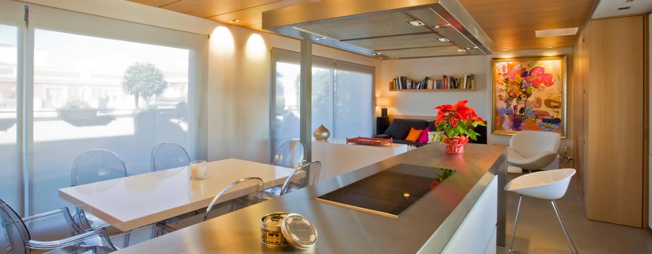 Remodelación Duplex: Cocinas equipadas de estilo  por INFINISKI, Minimalista