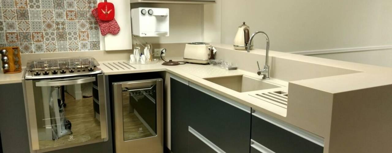 Apartamento Compacto com cozinha americana: Cozinhas  por Ana Laura Wolcov - ARTE WOLCOV ,Moderno