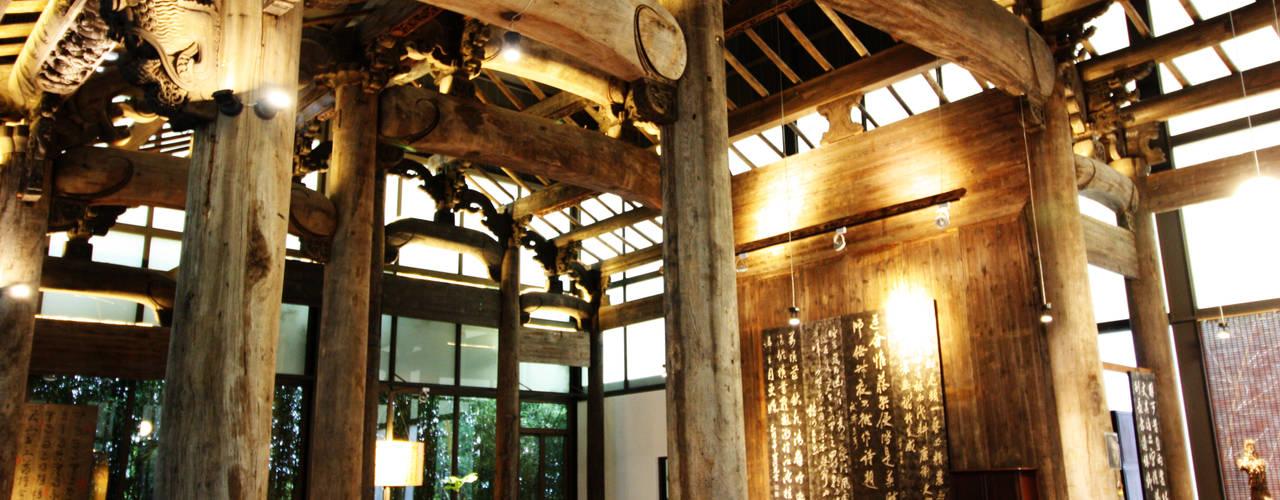 古建築保護工程:  牆面 by 台中室內建築師|利程室內外裝飾 LICHENG