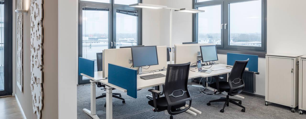 Durchdachtes Bürokonzept für mittelständische Unternehmen Moderne Bürogebäude von Kaldma Interiors - Interior Design aus Karlsruhe Modern