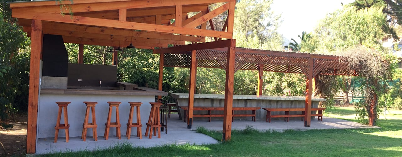 Diseño & Construcción Quincho Olmué Latitud Sur Balcones y terrazas modernos Madera Acabado en madera