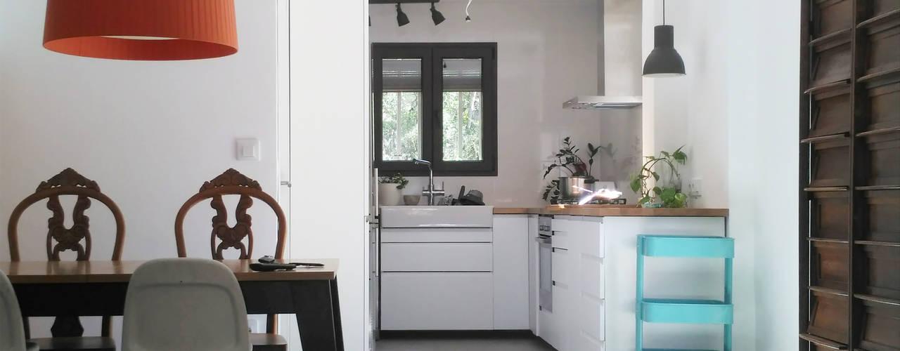 Arquitectos en Valencia: reforma de vivienda unifamiliar en el Vedat de Torrent: Cocinas integrales de estilo  de Estudio1403, COOP.V. Arquitectos en Valencia