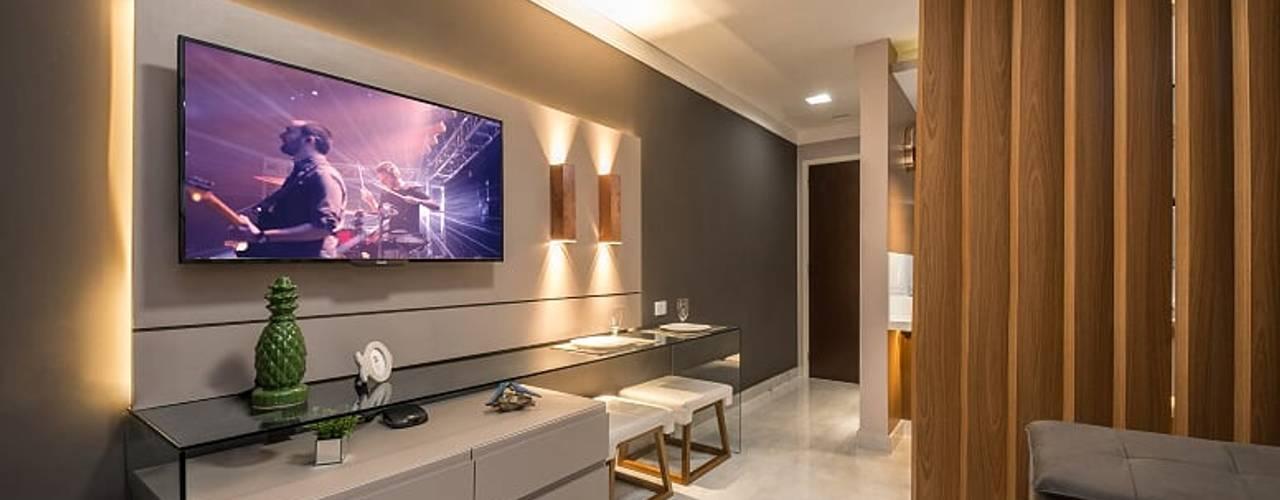 Decoração de flat moderno na praia, com 45m², em Natal-RN.:   por Espaço Arquitetural | Arquitetos em Natal,Moderno