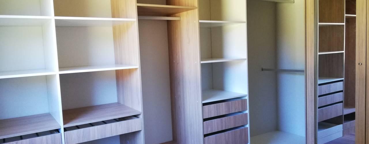 Diseño de Cocina, baños, loggia y closet en Osorno Quo Design - Diseño de muebles a medida - Puerto Montt Vestidores y placares de estilo moderno