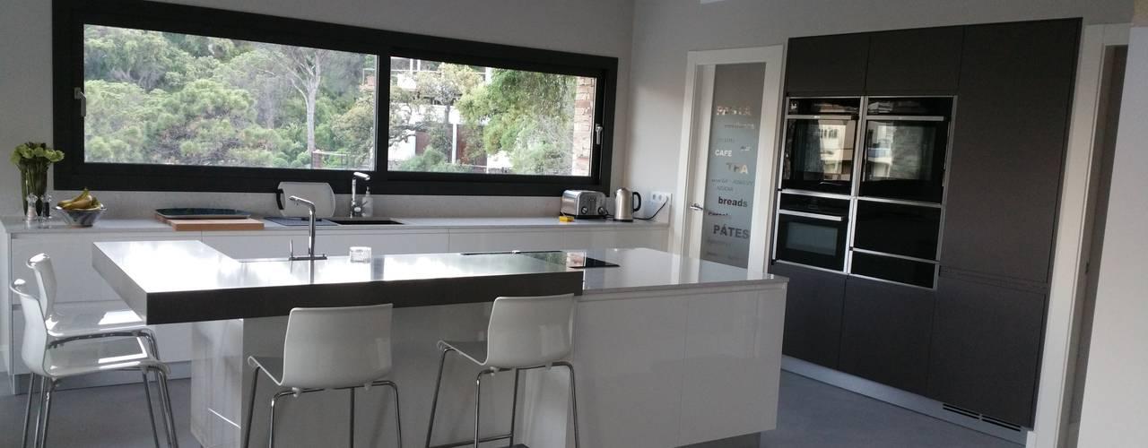 Proyecto Cocina moderna italiana en Marbella de Decodan - Estudio de cocinas y armarios en Estepona y Marbella Moderno